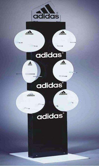 Stand αθλητικών ειδών adidas